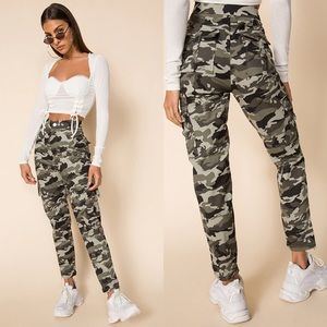 SUPERDOWN Camouflage High Rise Cargo Pants